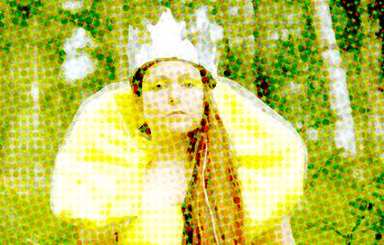 Sophie Rimheden som drottning i naturen